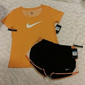 Women's Nike 2 piece outfit.